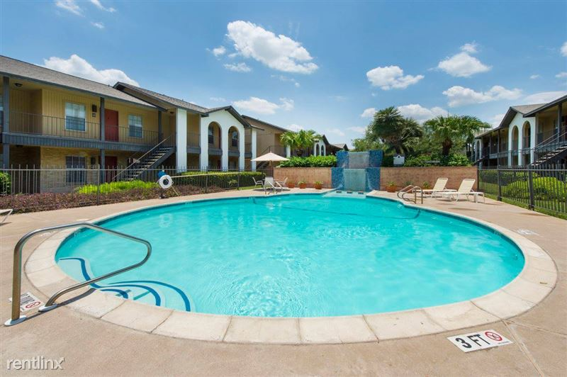 Peppertree Apartments - 4 - pool