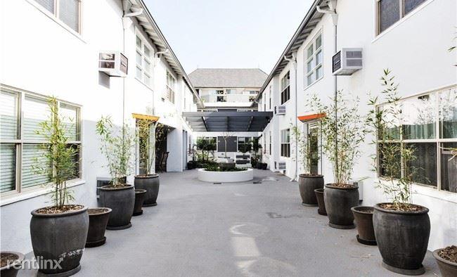 Crescent Hill Lofts - 13 - Crescent_Courtyard