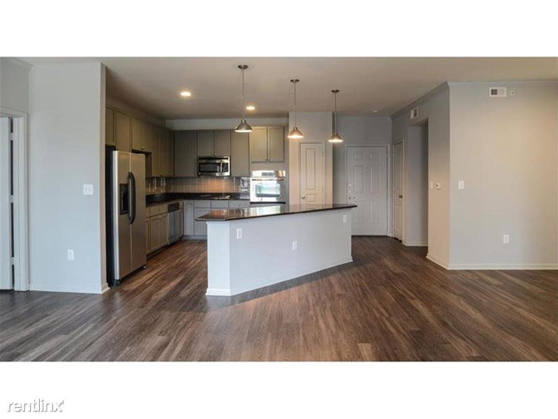 912 Red River St - 4 -