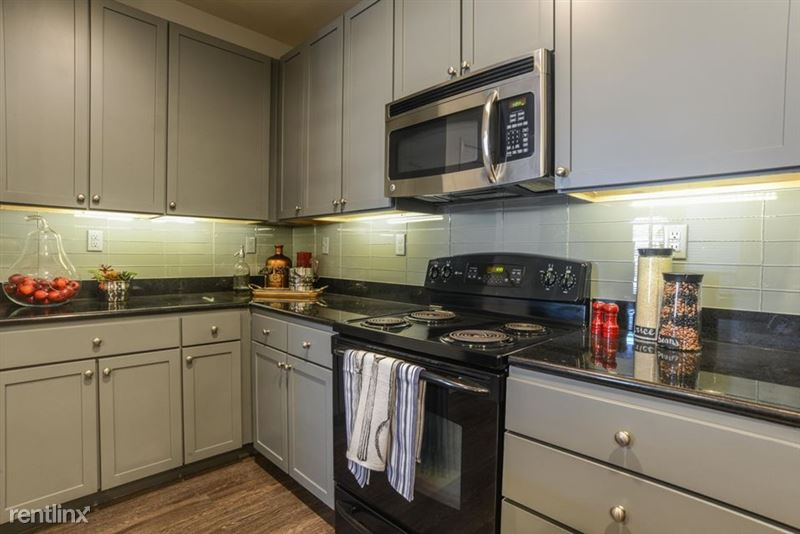 912 Red River St - 3 -