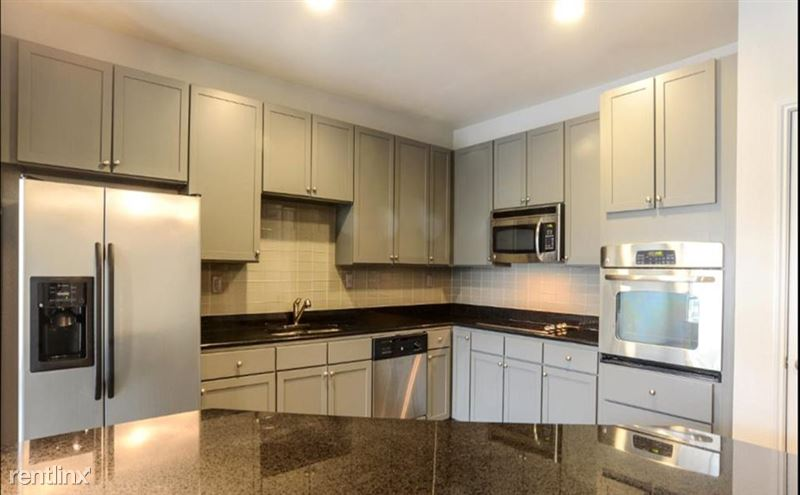 912 Red River St - 1 -