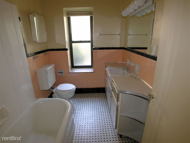 Ft. Duquesne - Bathroom