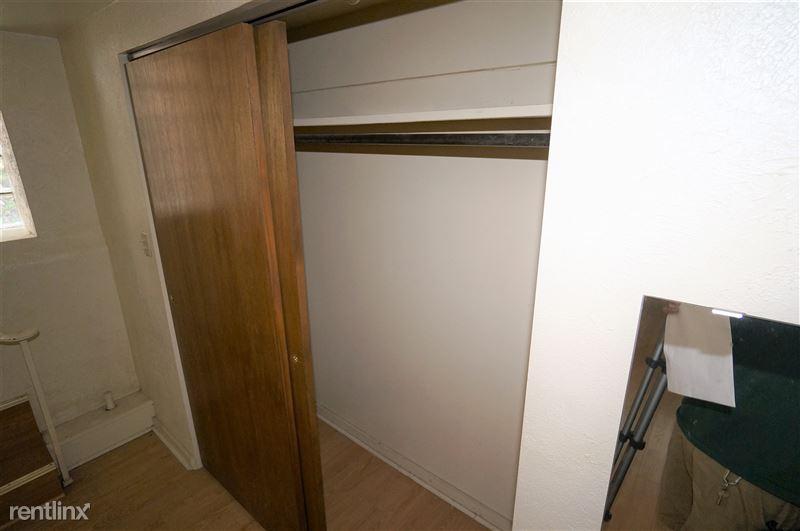 Mansfield - Closet