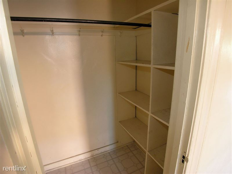 Bloomfield - Closet