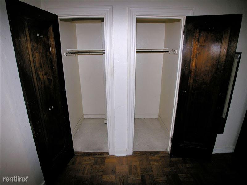 Mosside - Closet