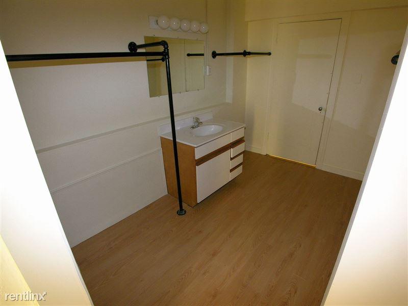 Birmingham - Dressing Closet