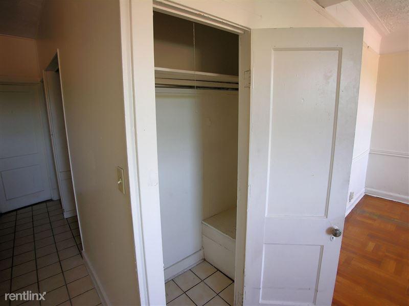 Astura - Closet