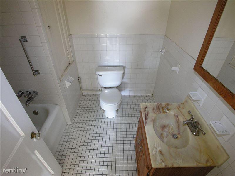 Champion - Bathroom