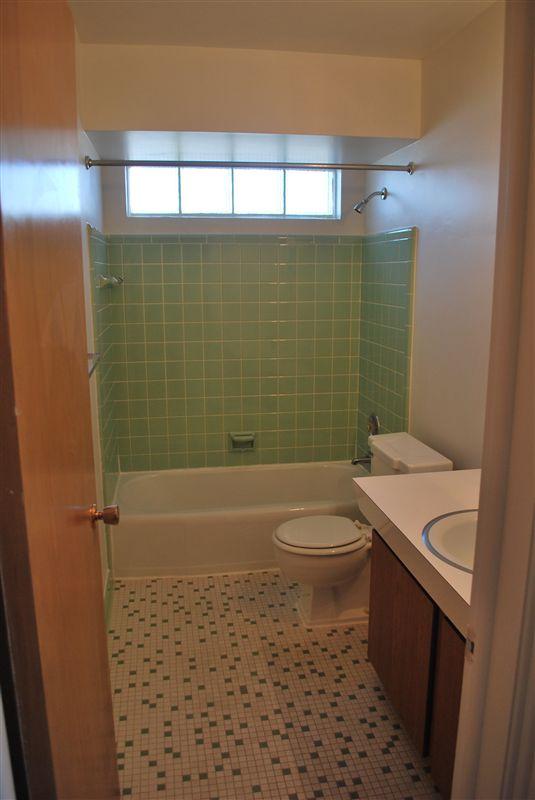 North Shore Apartments - 6 - Ceramic Tile Bath