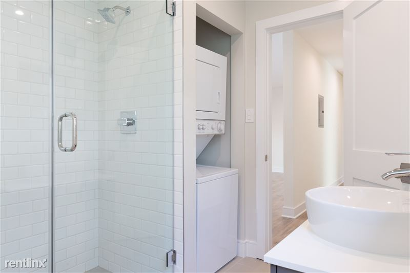 Crescent Hill Lofts - 3 - guest bath