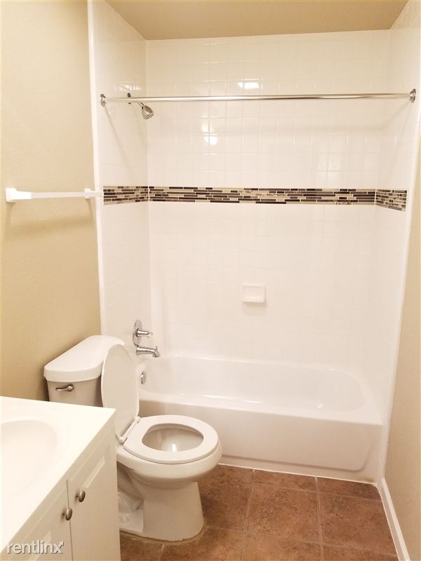 3402 Dover St - 9 - Newly renovated bathroom