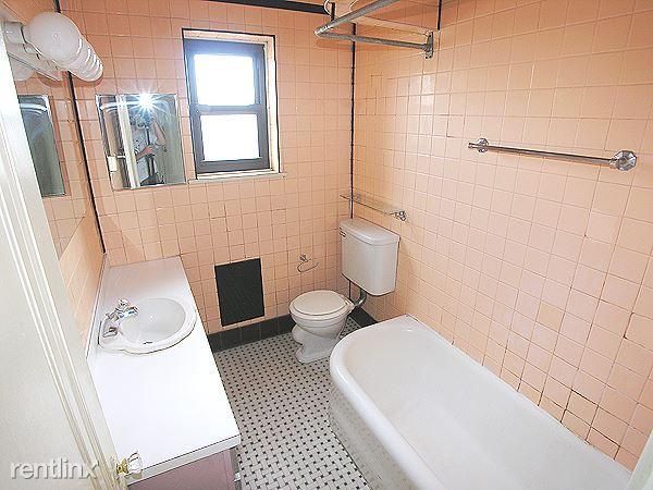 Bloomfield - Bathroom