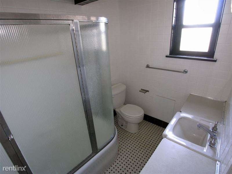 Elizabeth - Bathroom