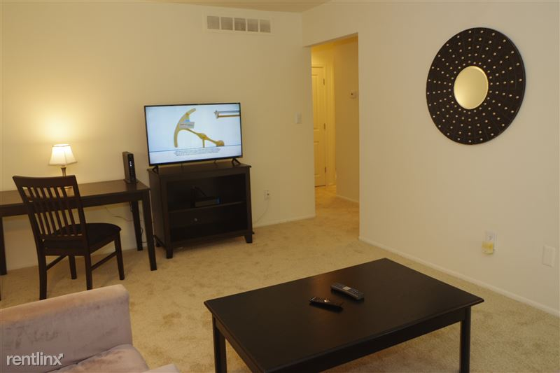 Flex-Lease/Furnished. Renovated-Somerset-Troy - 3 - 2374 Coolidge TV in living room
