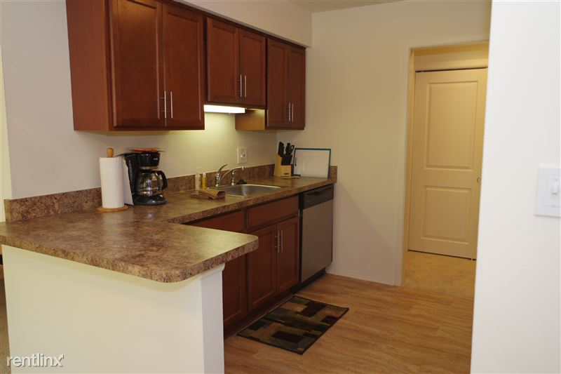 Flex-Lease/Furnished. Renovated-Somerset-Troy - 5 - 2374 Coolidge Kitchen wide angle