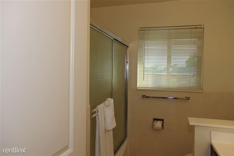 2374 Coolidge - Bathroom w/ shower