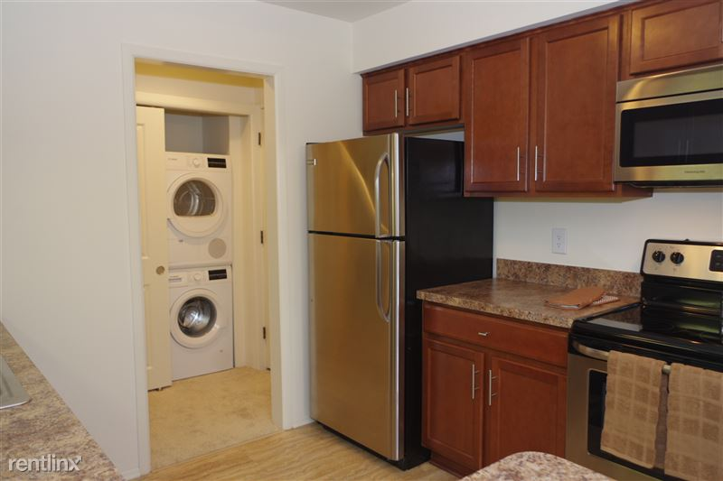 2374 Coolidge In unit Washer and Dryer