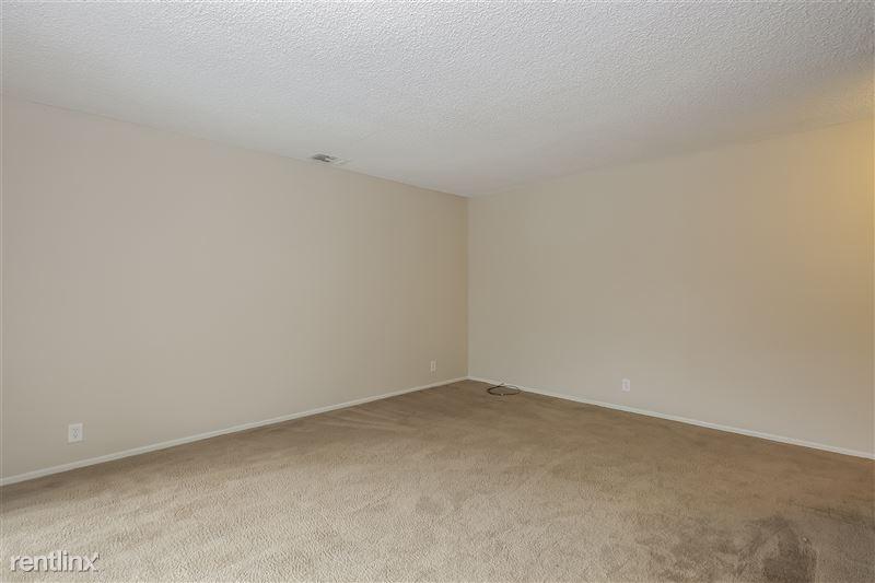 006-photo-living-room-6740210