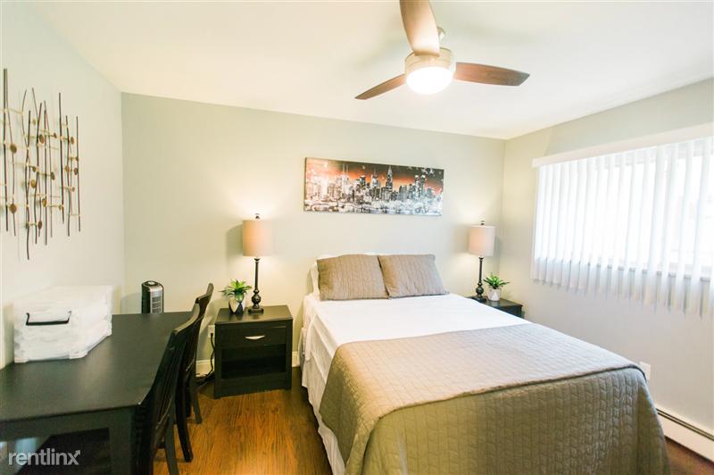 Furnished Suites in Royal Oak - 8 - 3923 Devon - Bedroom