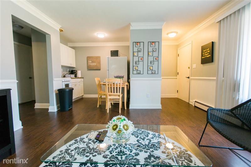 Furnished Suites in Royal Oak - 9 - 3923 Devon - Kitchen and Entrance