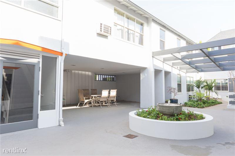Crescent Hill Lofts - 10 - courtyard lounge