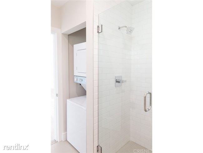 Crescent Hill Lofts - 6 - Crescent_Bathroom2