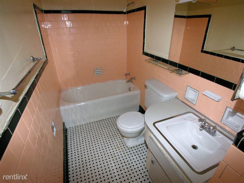 Lincoln - Bathroom
