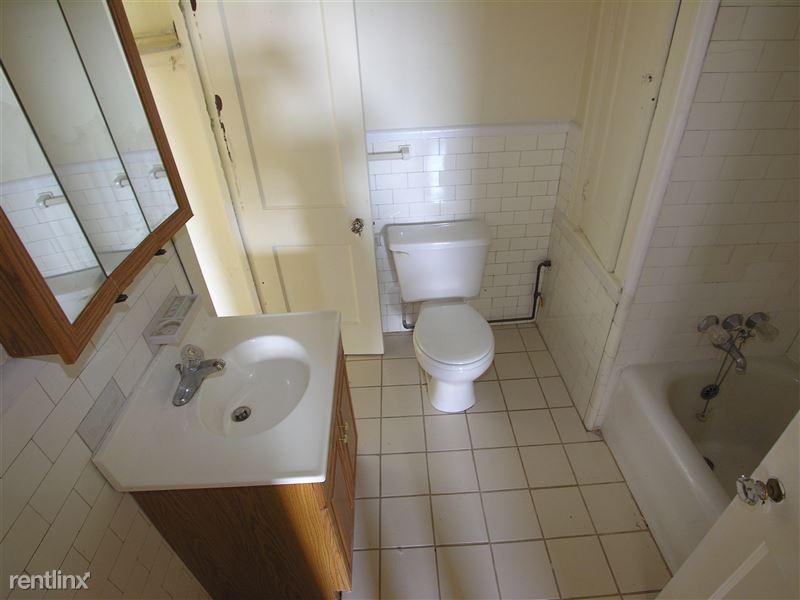Royale - Bathroom