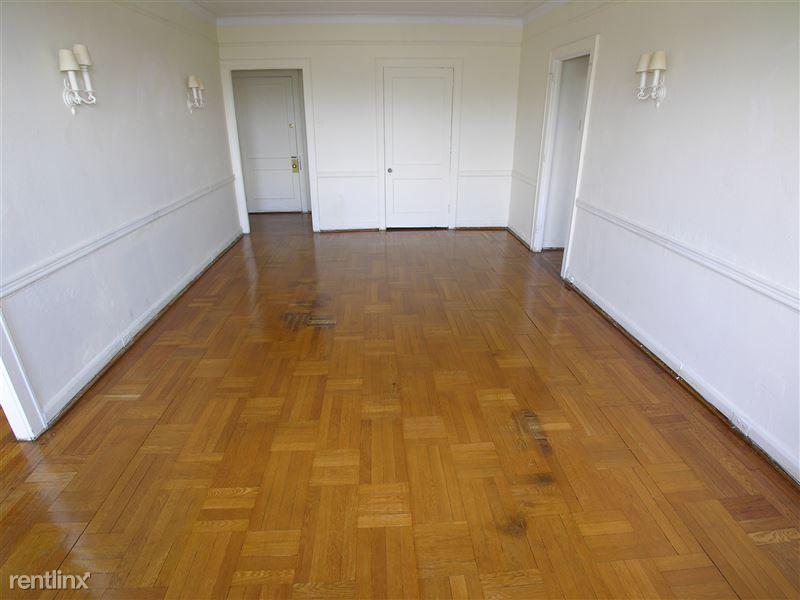 Royale - Living Room
