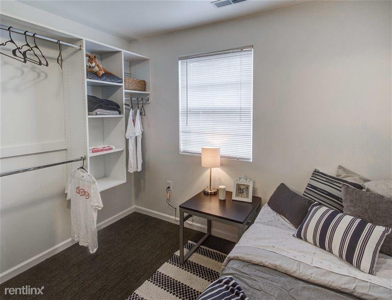 The Gates - 5 - Bedroom w/ built-in closet organizer!