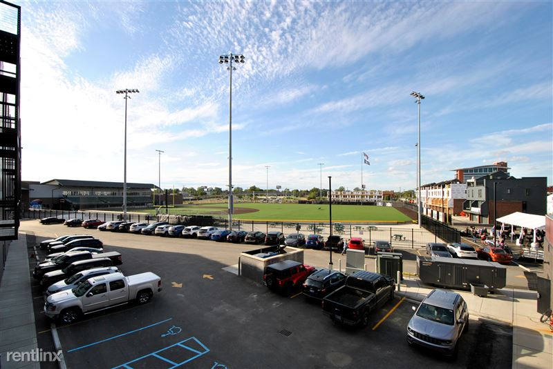 Furnished Suites - Corktown @ The Corner Detroit - 6 - Stadium