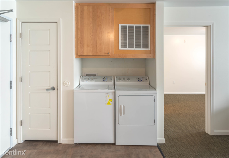The Gates - 8 - Full size washer & dryer in-unit!