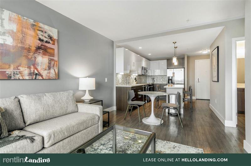 boston-north-end-334-4-livingroom