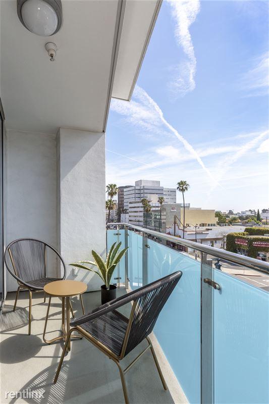 Blu Beverly Hills - 5 - 05 Living room patio
