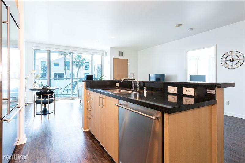 Blu Beverly Hills - 5 - 05 living area