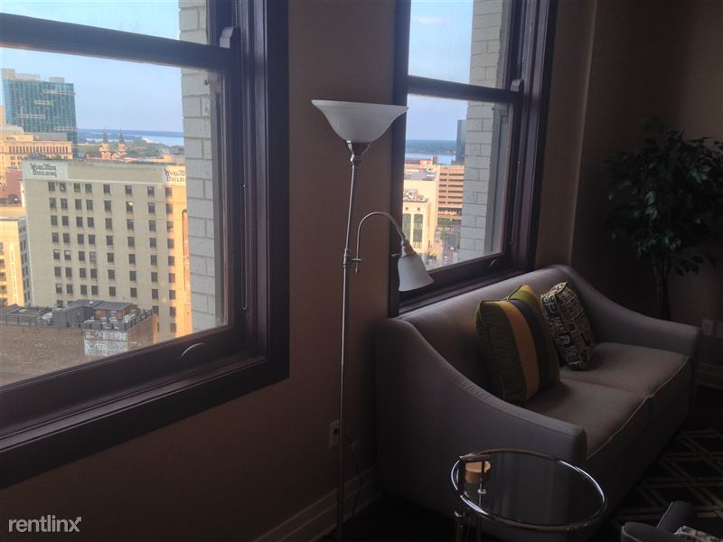 Detroit Flex-Lease/Furnished @ The David Whitney - 8 - 7-Detroit River from Pub Table