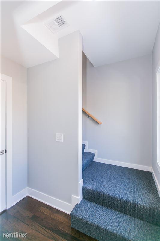 1743 W Barry Ave - 9 - Duplex Up w/ Coat Closet