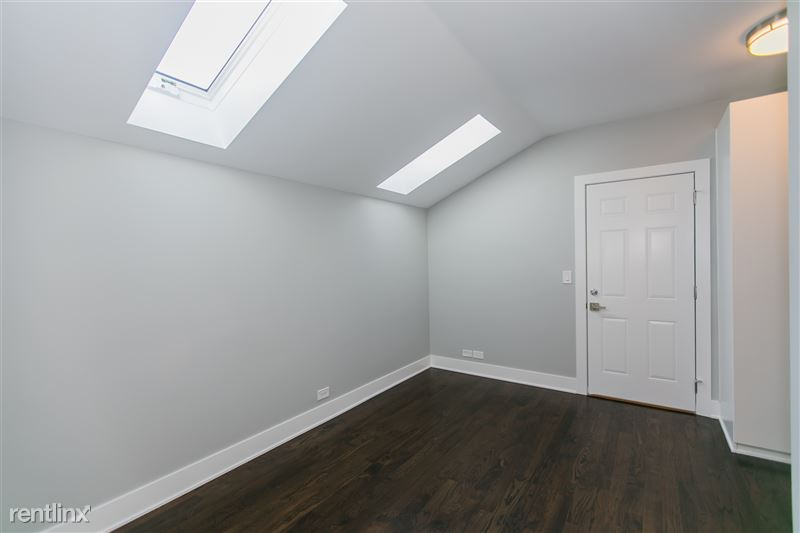 1743 W Barry Ave - 11 - Lots of Light w/Blackout Blinds