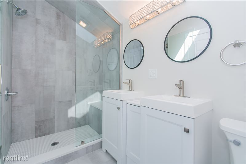 1743 W Barry Ave - 7 - Double Vanity w/Shower