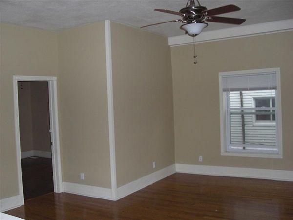 408 N Walnut St - 3 - Unit B.livingroom