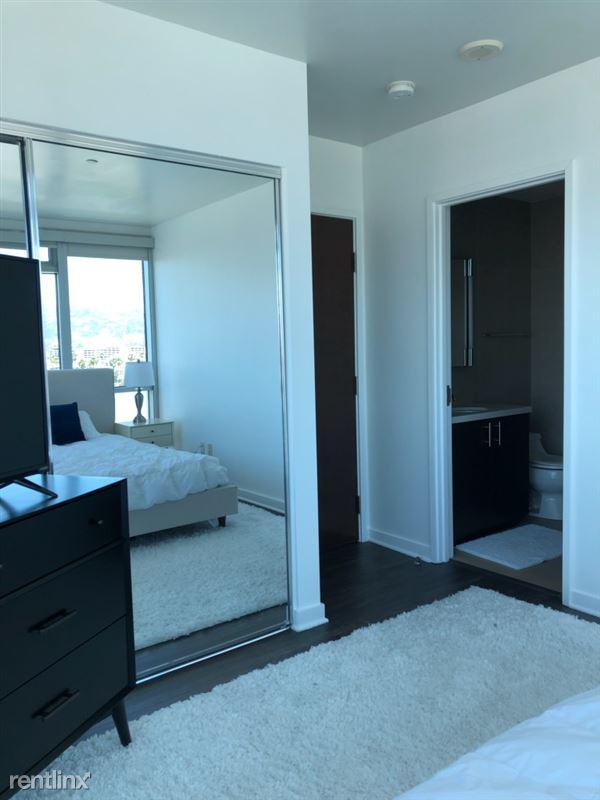Blu Beverly Hills - 8 - 1002 Bedroom