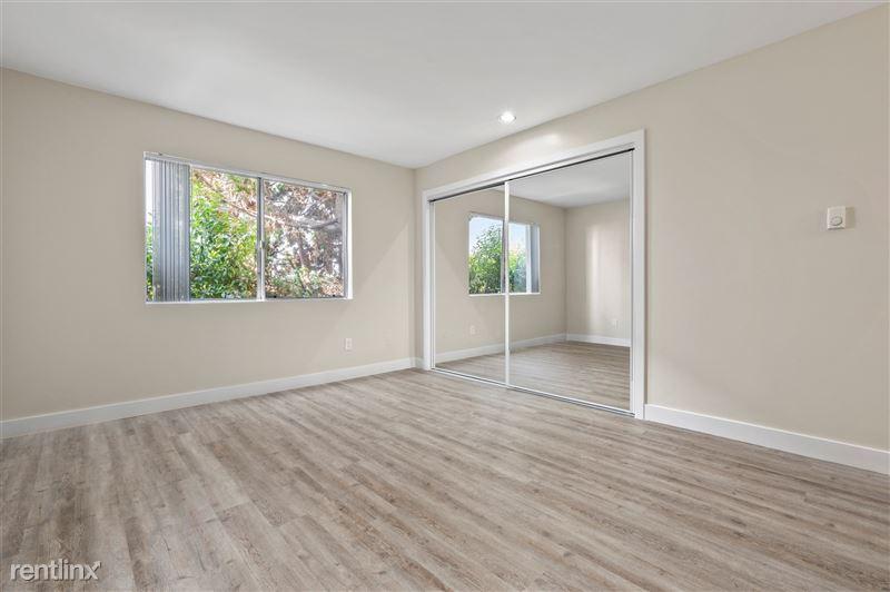 Parkway Terrace Apartments - 4 - DSC04576 (1)