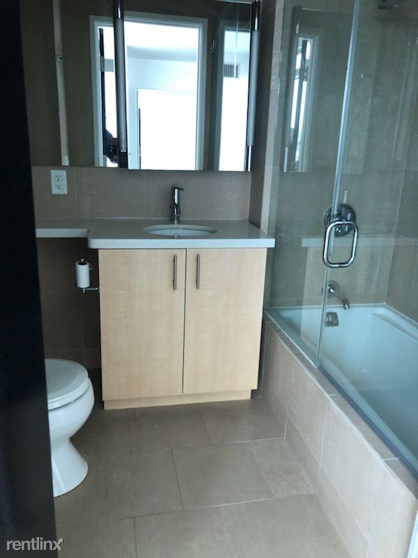 Blu Beverly Hills - 5 - 1103 master bath
