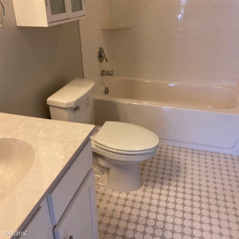 Rainer Court Apartments - 2 - bathroom