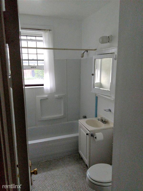 Hadley Hall - 2 - Apt 107 Bathroom Same Floorplan