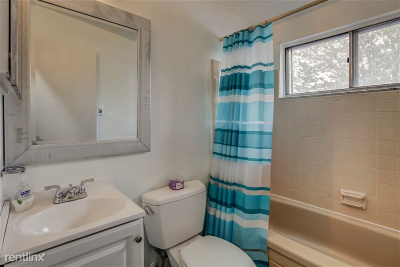 Furnished Suites in Royal Oak - 1 - Bathroom
