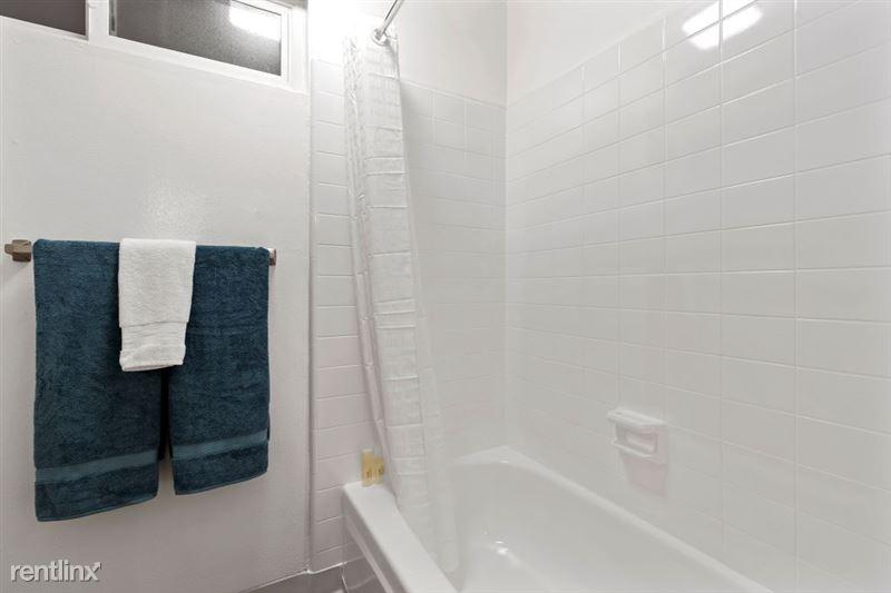 Parkway Terrace Apartments - 10 - DSC04918Web