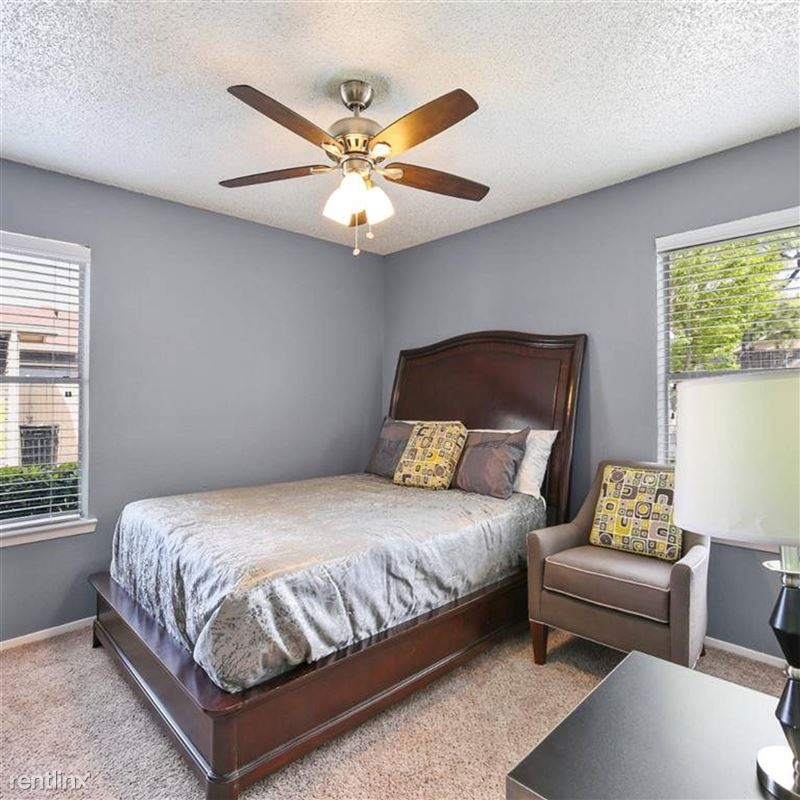 Oakwood Apartments - 1 - TX_Arlington_OakwoodApartments_p0551365-_29_29_1_PhotoGallery