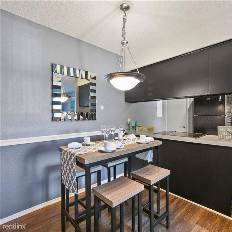 Oakwood Apartments - 2 - TX_Arlington_OakwoodApartments_p0551365-_34_34_1_PhotoGallery