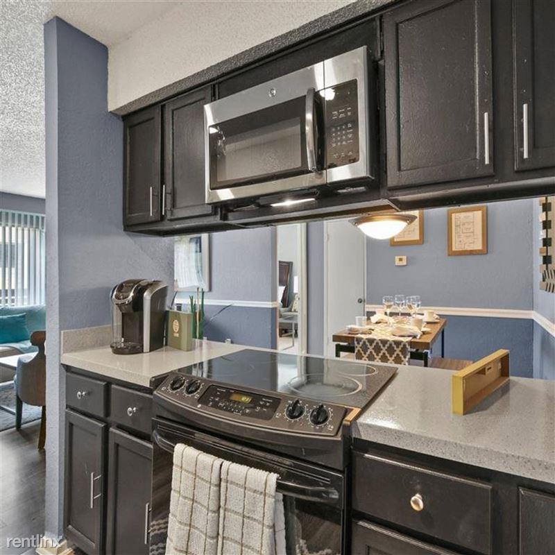 Oakwood Apartments - 1 - TX_Arlington_OakwoodApartments_p0551365-_26_26_1_PhotoGallery